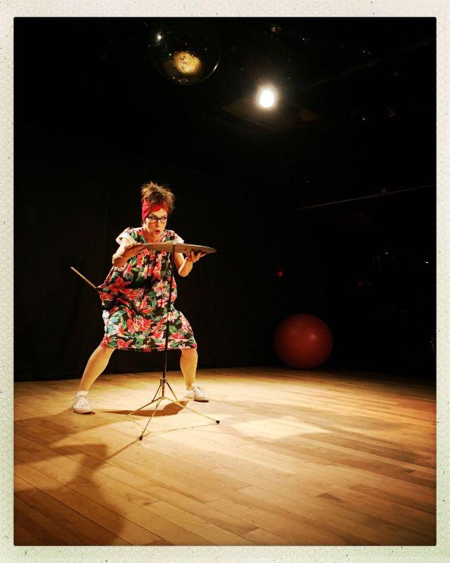Julie Dionne - Maillot de bain | Cymbale et mailloche